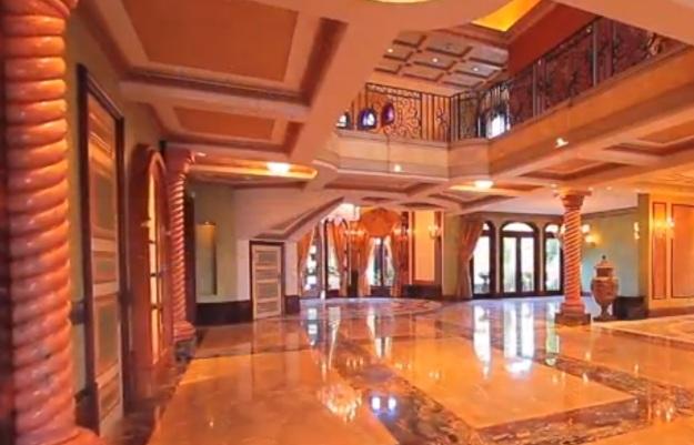 Wohnhalle in einer noblen Villa