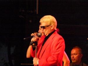 Heino singt beliebte und bekannte Titel in Bad Münstereifel zur Eröffnung des City Outlet Centers in Bad Münstereifel
